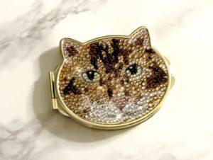 ベンガル猫ちゃんのスワロフスキーデコミラー